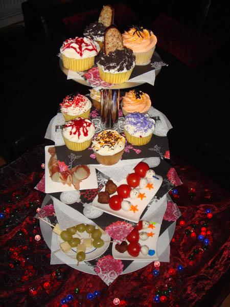 http://www.iheartberlin.de/wp-content/uploads/2007/11/halloween_cupcakes.jpg