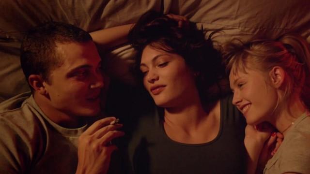 Threesome dating