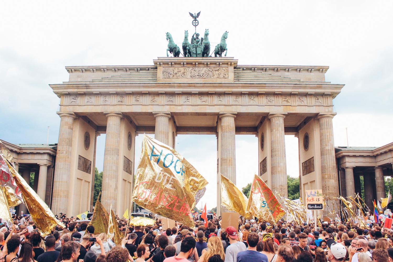 Vereinigte Farben Berlins Gegen den braunen Dreck der AfD