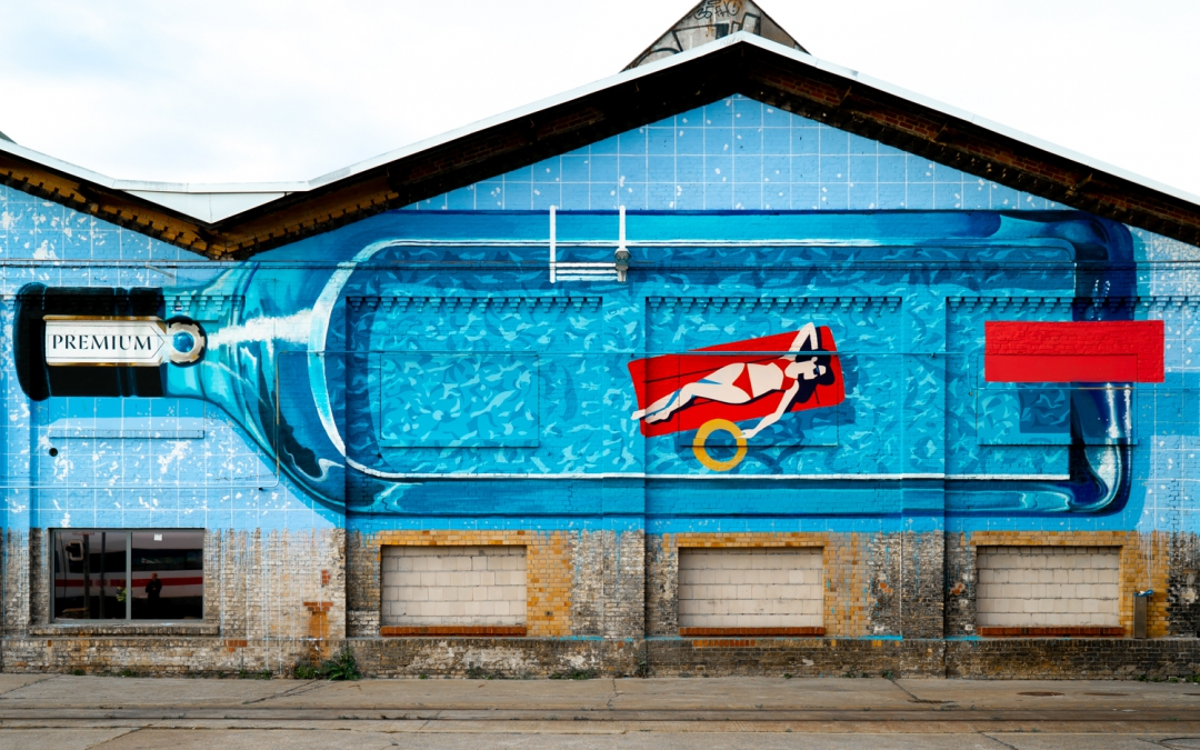 Jump into the Pool: A New Mural by Niklas Reinsberg at Haubentaucher for Bombay Sapphire