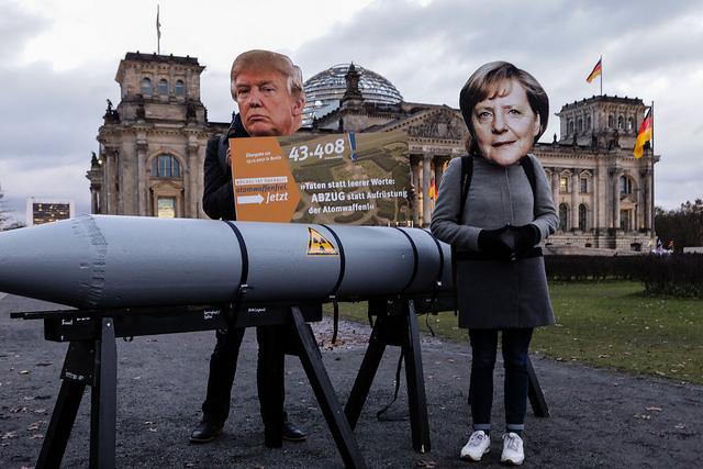 Mit einer Menschenkette in Berlin die ganze Welt retten!