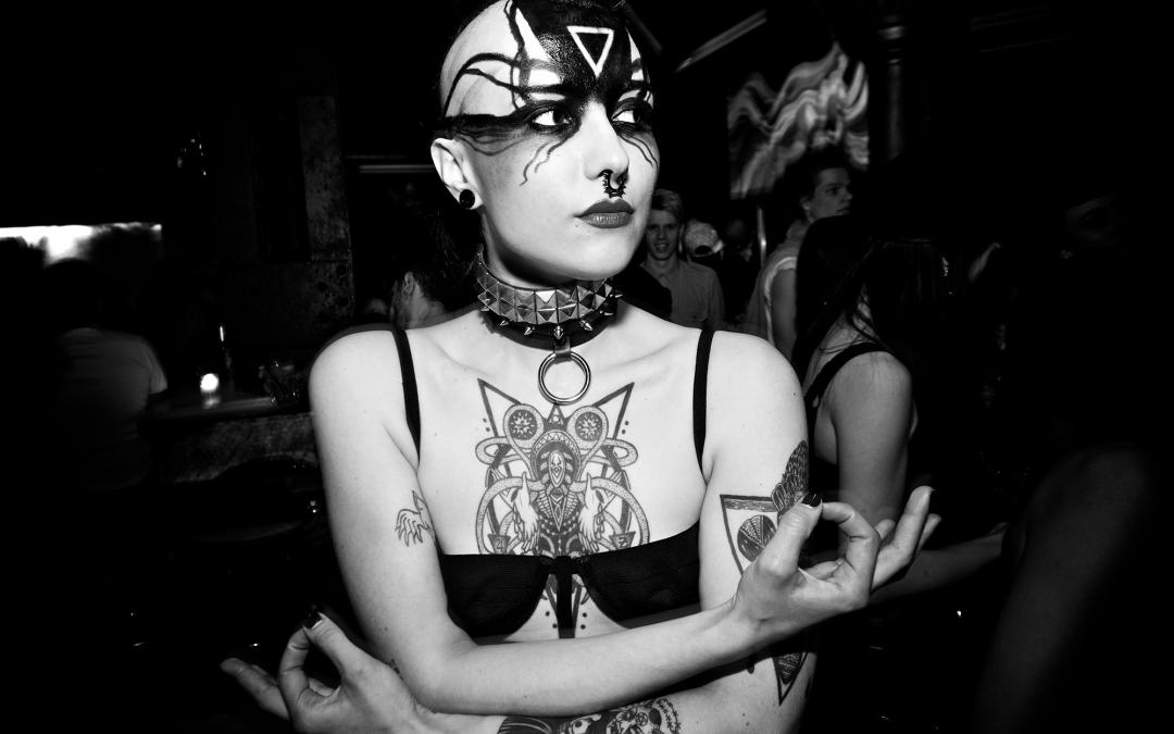 Die Verruchte Seite Berlin's Durch die Linse des KitKatClub Fotografen Gili Shani